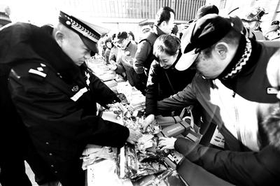 北京交警开展全国交通安全宣传日
