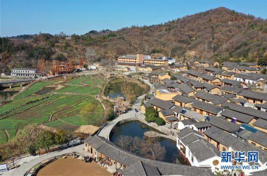 (社会)(1)田铺大�G:大别山里的美丽小镇