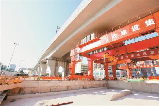 深圳地铁12号线和平站封顶