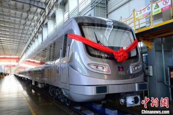 厦门地铁三号线首列车长春下线 融入多项技术创新
