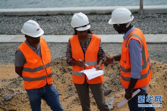 """(国际・图文互动)(4)通讯:""""五年我们为斯里兰卡造出一片新土地""""――科伦坡港口城人的自豪与希冀"""