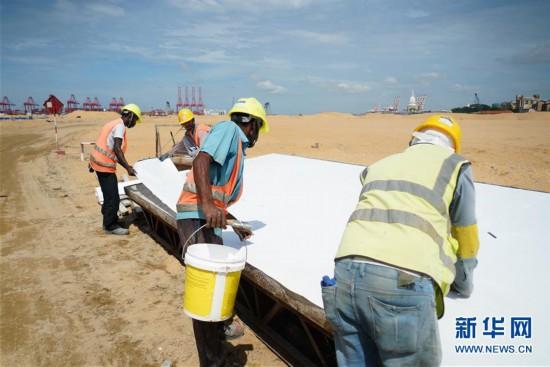 """(国际・图文互动)(6)通讯:""""五年我们为斯里兰卡造出一片新土地""""――科伦坡港口城人的自豪与希冀"""