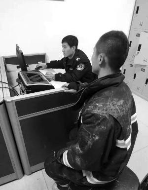 扬州消防员救火时手机被偷报警满身灰尘做笔录