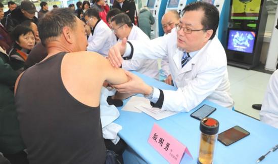 淮安区开展义诊活动 为群众提供健康咨询