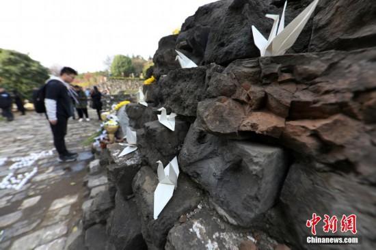 南京民眾走進光華門戰斗遺址祈愿和平