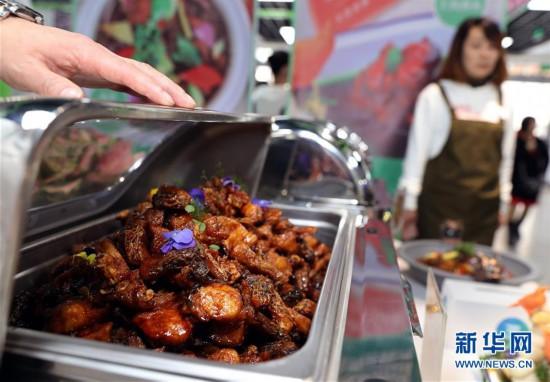 """(新华视界)(3)上海:大学生美食节 """"青春饭""""大比拼"""
