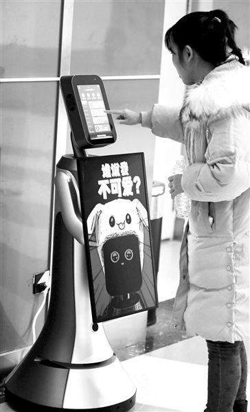 """机器人导购在沈阳商场正式""""上岗"""""""