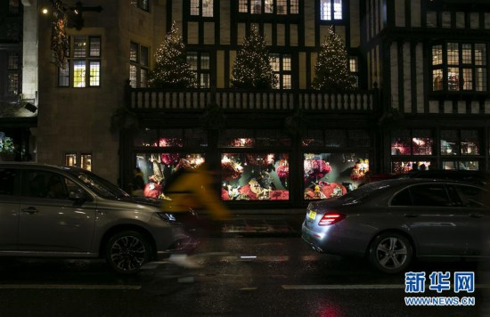 (国际)(2)伦敦绚丽彩灯点亮缤纷新年