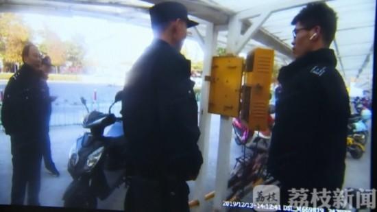 """充电桩投币箱成""""提款机"""" 苏州男子偷千余枚硬币"""