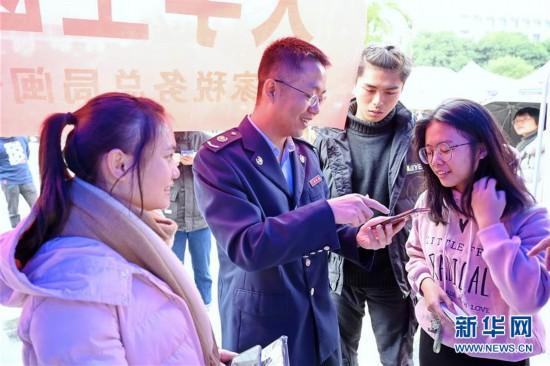 福建:医保政策宣传进校园