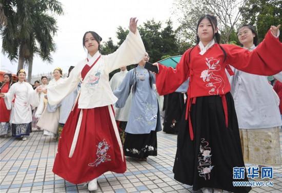 福州:汉服游园迎冬至