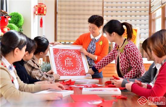 福州仓山开展廉政主题剪纸活动
