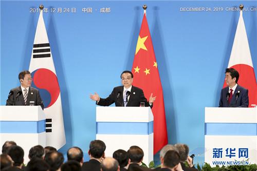 李克强与韩国总统文在寅、日本首相安倍晋三共同会见记者