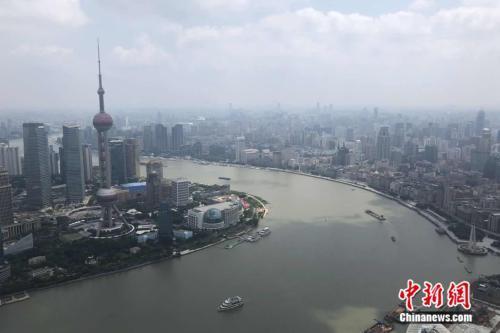 上海・外灘(バンド)の風景(撮影・冷昊陽)。