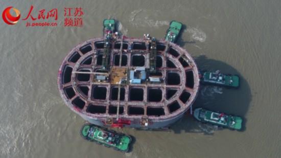 常泰长江大桥6号主塔墩沉井基础浮运到位