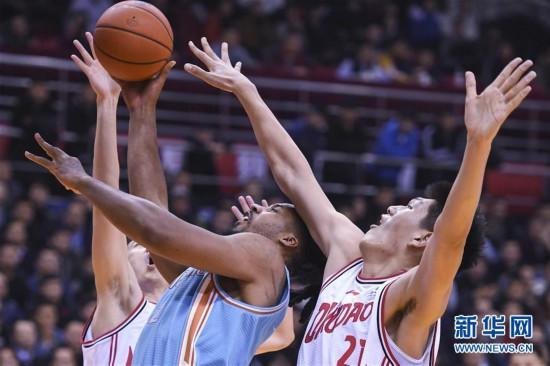 (体育)(1)篮球——CBA常规赛:青岛国信双星不敌新疆伊力特