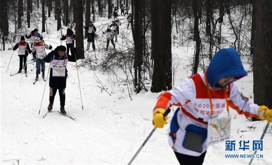 (体育)(3)全民健身——滑雪体验乐趣多