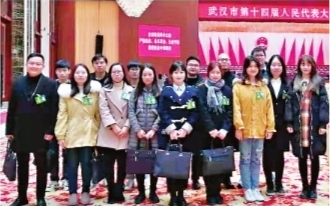 武汉:14名大学生旁听政府工作报告