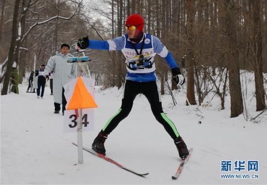 (体育)(4)全民健身——滑雪体验乐趣多