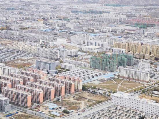 西藏自治区人大代表、西藏自治区住建厅厅长斯朗尼玛:去年西藏基本建成保障房2.95万套