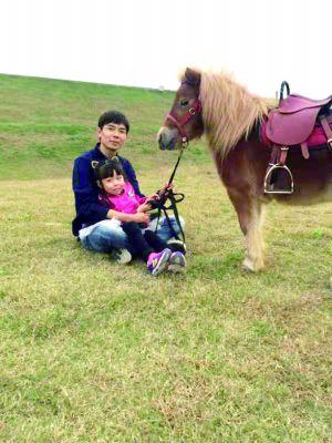 """南京85后""""超級奶爸""""辭職為女兒建了個動物園"""