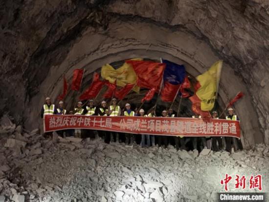 历时74个月建设成兰铁路茂县隧道全线贯通