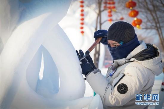 (社会)(8)哈尔滨:雪雕好手秀技艺