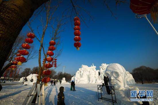 (社会)(1)哈尔滨:雪雕好手秀技艺