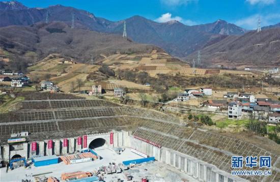 (图文互动)(2)74个月穿越龙门山断裂带 成兰铁路重难点茂县隧道贯通