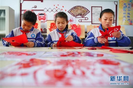 (文化)(1)河北邢台:生肖剪纸迎新春