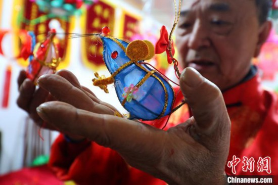 """南京民间艺人赶扎迷你""""掌中鼠""""迎新春 作者: 来源:中国新闻网"""