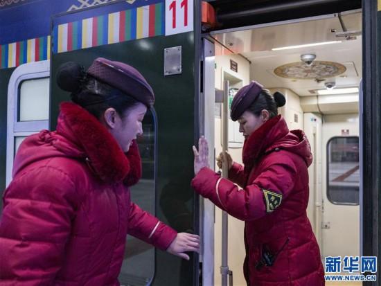 (新春走基层)(5)高原上的藏族女列车长――贡久曲珍
