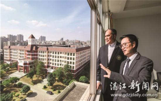 湛江市高校与泰国高校签署跨国办