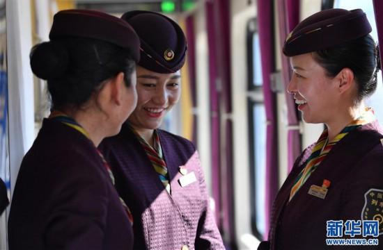 (新春走基层)(4)高原上的藏族女列车长――贡久曲珍