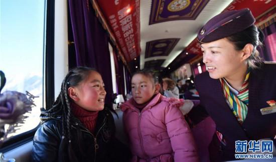 (新春走基层)(3)高原上的藏族女列车长――贡久曲珍