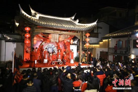 浓浓复古风 福建乡村上演传统汉式婚礼秀