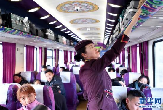 (新春走基层)(8)高原上的藏族女列车长――贡久曲珍
