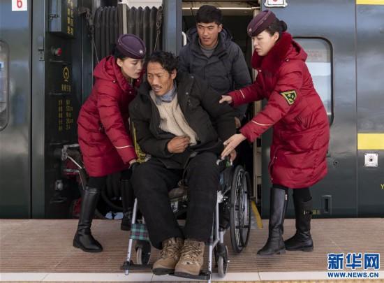 (新春走基层)(7)高原上的藏族女列车长――贡久曲珍