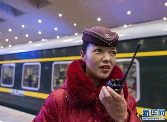 (新春走基层)(10)高原上的藏族女列车长――贡久曲珍