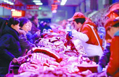 春节期间新发地大部分商户坚守猪
