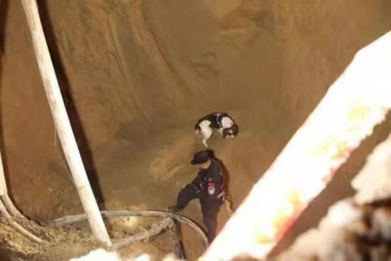 青海省西宁市路面坍塌事件2人已出院 1人仍失联