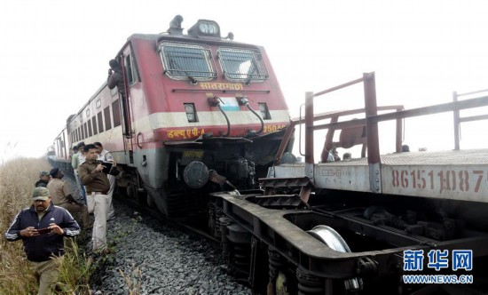 (国际)(1)印度奥迪沙邦列车相撞造成至少40人受伤