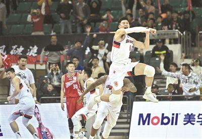 广州队在主场以116比113击败青岛队连败终止