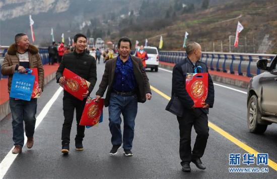 (社会)(9)鸡鸣三省大桥建成通车
