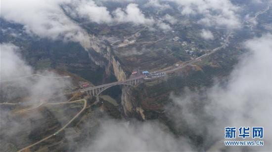 (社会)(2)鸡鸣三省大桥建成通车