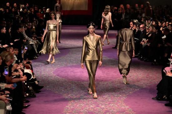 (国际)(3)巴黎高级定制时装周:迪奥发布春夏新品