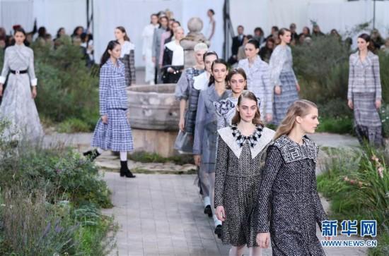 (国际)(6)巴黎高级定制周:在修道院回廊花园寻找香奈儿
