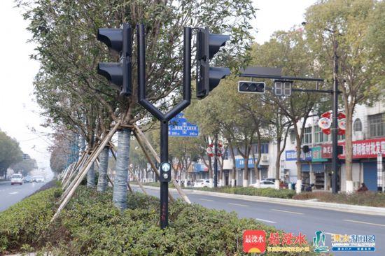我區首批請求式信號燈亮相秦淮大道2_副本.jpg