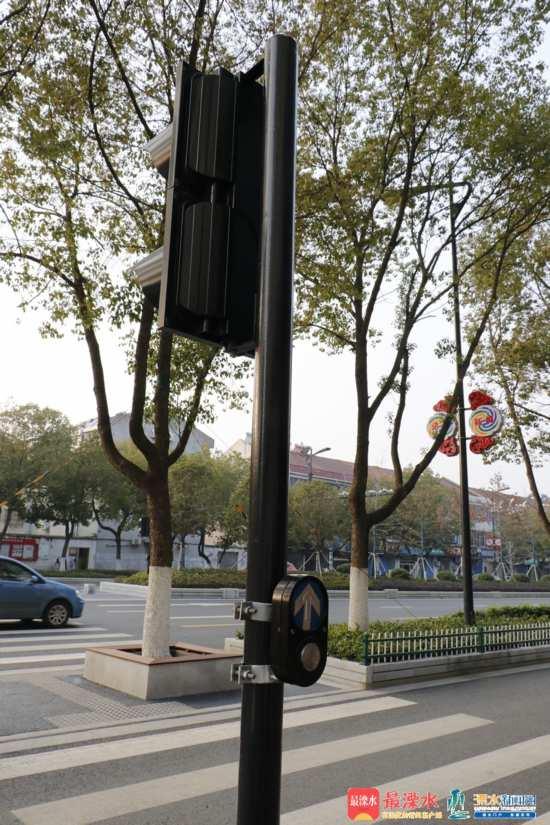 我區首批請求式信號燈亮相秦淮大道3_副本.jpg