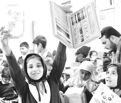 巴基斯坦小学生迎来爱心包裹